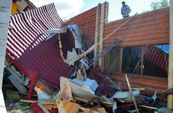 Ураган в Самборі: вирвані з корінням дерева, повалені стовпи, понівечені будинки (ФОТОРЕПОРТАЖ)