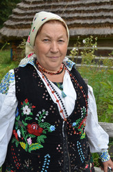 Жінка у вишитому корсеті (с. Черляни Городоцькогор-ну Львівщини)