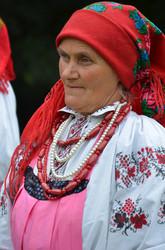 Жінка в святковому одязі, характерному селу Чагів Оратівського району Вінницької обл.