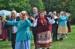 Традиції українського весілля на фестивалі «Веретено» у Львові