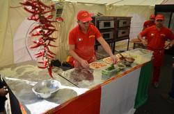 На першому в Україні фестивалі піци спекли гігантську піцу у формі італійського прапора