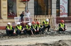 Суд зобов'язав турків  безкоштовно відремонтувати площу перед Львівським цирком
