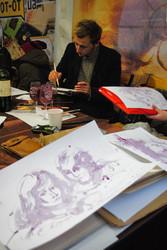 На Святі Сиру і Вина їли гігантський сирник, малювали потрети вином і шили сукні з корків