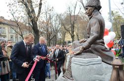 У Львові відкрили пам'ятник засновнику першої віденської кав'ярні Юрію Кульчицькому