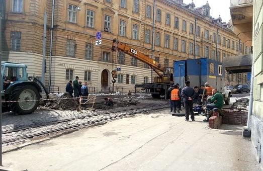 Через тиск мешканців, рестораторів та готелярів «Львівводоканал»  за добу зробив триденну роботу