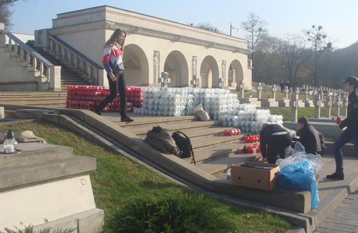 День усіх святих: Поляки та українці «запалили» Личаківський цвинтар
