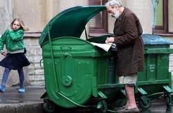 Благочинне нововведення. У Львові встановили спеціальні контейнери для допомоги бездомним