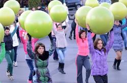 З нагоди Дня студента у Львові відбувся флеш-моб з фітболами