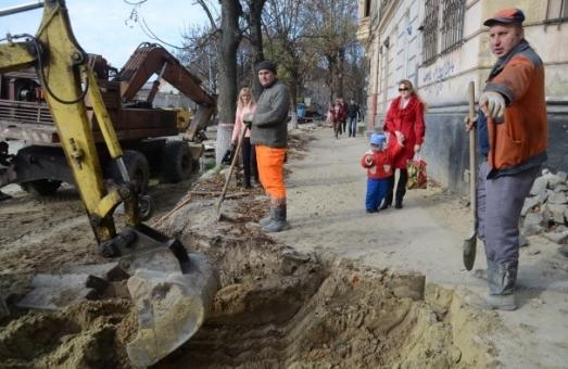 Під час ремонту львівські дорожники випадково відрізали від світла театр