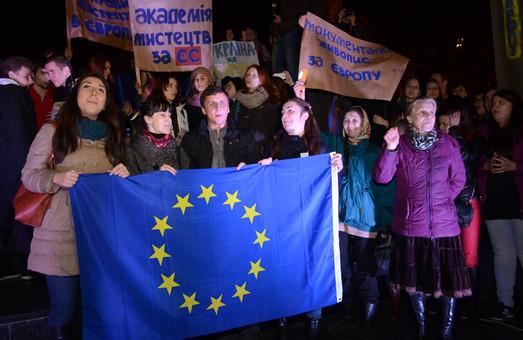 У перший день Євромайдан зібрав у Львові 5 тисяч осіб (ФОТО)