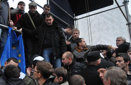 Під свист натовпу Михальчишина прогнали з Євромайдану у Львові (ФОТО, ВІДЕО)