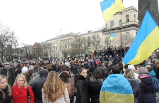 На Євромайдані у Львові зібралось більше 10 тисяч студентів. Школярі теж прийшли