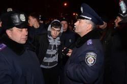 На Євромайдані у Львові затримали хлопця з пістолетом (ФОТО, ВІДЕО)