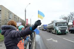 Тисячі львів'ян доєдналися до живого ланцюга єднання з ЄС (ФОТО)