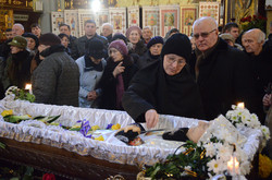 Львів попрощався із Лесею Гонгадзе (ФОТО)