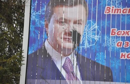 У Львові закликали знищувати всі портрети Януковича