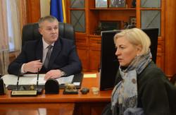 Начальник міліції Львівщини особисто вручив Ірині Сех повістку в прокуратуру (ВІДЕО)