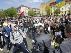9 травня у Львові: тисячі міліціонерів, постріл, бійки, лайка і панахиди