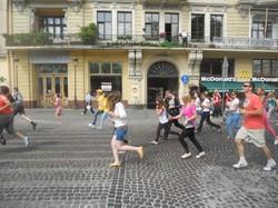 Півтора кілометра доброти: «Альфа Джаз Фест» - для всіх грає, а для діток ще й бігає