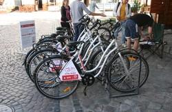 Львів'янам – велосипеди, дітям – гроші: креативна благодійність від  МТС  у  Львові