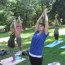 Йога-марафон: 10 інструкторів, 7 годин занять та сотні відвідувачів