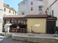 Будівельний конфлікт у стилі 90-х. Під вікнами мера Львова підприємець самовільно збудував міні-готель і броварню