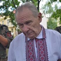 Активісти УНА-УНСО встановили пам'ятний камінь під консульством Росії у Львові