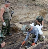 Пошуковці просять правоохоронців відкрити кримінальне провадження по масовому похованню жертв НКВД, яке знайшли Львівщині