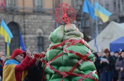 На Євромайдані у Львові встановили «йолку» з «бімбою» (ФОТО)