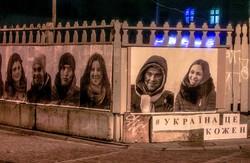 Львів та Київ прикрасили фотографіями людей Євромайдану