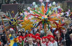 Центром Львова пройшла Святкова хода звіздарів