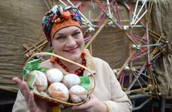 На Святі Пампуха  давились пончиками і піарили бізнес регіонала  (ВІДЕО)