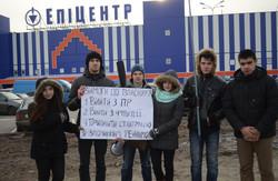 У Львові знову пікетують бізнес Партії регіонів (ФОТО)