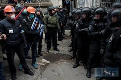 У Львові парад касок і марлевих масок