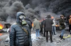 Сьогодні  на Грушевського  димок   миру трохи приховав  вогонь війни   (ВІДЕО)