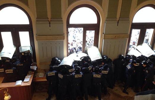 Чернівці: вимагають відставки Папієва, створена Народна рада, міліція ледве стримує людей  (ОНОВЛЕНО)
