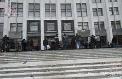 Тернопіль: в обласній адміністрації сьогодні і демонстранти, і чиновники. Губернатор був готовий повіситись,  але наразі переховується   у лікарні