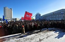 """Щойно в Сумах люди """"взяли""""  будинок  обласної ради. Міліція не заважала активістам,  швидше  навпаки"""