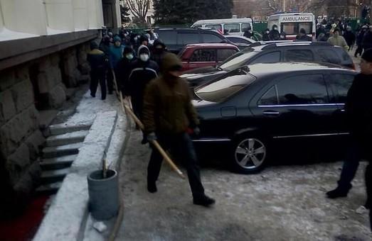 У Дніпропетровську «тітушки» стріляють по фанах «Дніпра»  (ВІДЕО)
