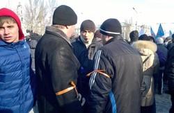 У Донецьку прихильники Януковича побили… прихильників Януковича  (ВІДЕО)