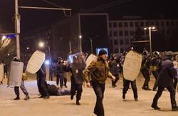 У  Запоріжжі «тітушки» разом з «Беркутом» жорстоко розігнали мітингувальників (ВІДЕО)