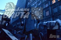 На барикадах Грушевського активісти залишаються чергувати на всю ніч (ФОТО)