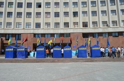 На Івано-Франківщині на регіоналів тиснуть як можуть