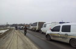 """У м. Збараж блокують """"Беркут"""", який намагається прорватися до Тернополя"""