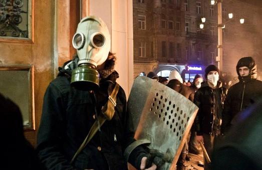 У Львові невідомі чинять розбійні напади на майно. Мер вимагає зняти з мародерів  маски та не продавати алкоголь