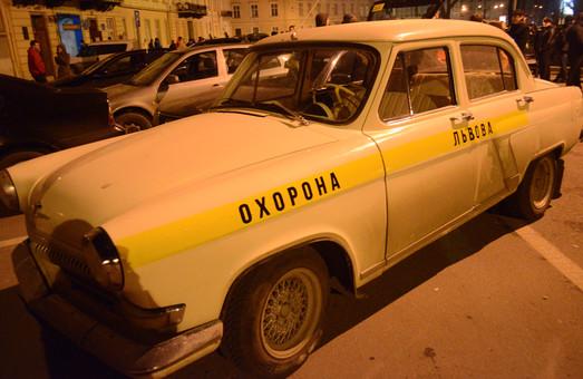 Аби запобігти мародерству львівські водії масово записуються в автопатрулі  (ФОТО)