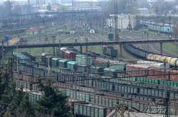 Товарні вагони поблизу вокзалу