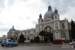 Фасад головного залізничного вокзалу Львова
