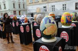 У Львові встановили трьохметрову ткану писанку (ФОТО)