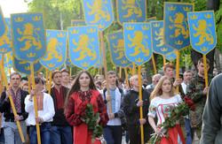«Парад вишиванок» у Львові таки відбувся, хоч і не без ексцесів (ФОТО)